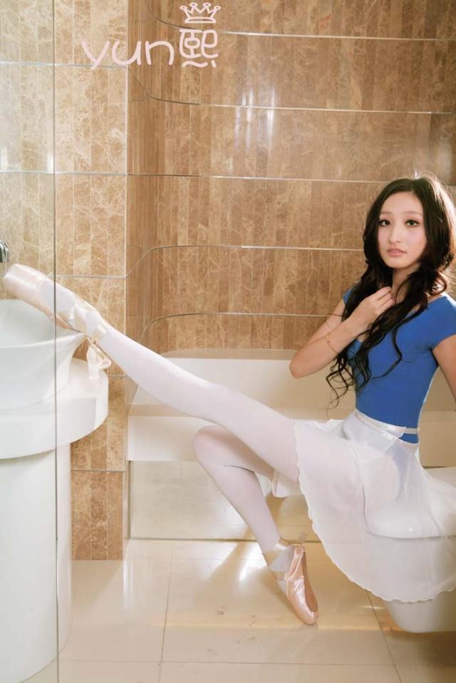 芭蕾舞女孩张V熙的丝腿