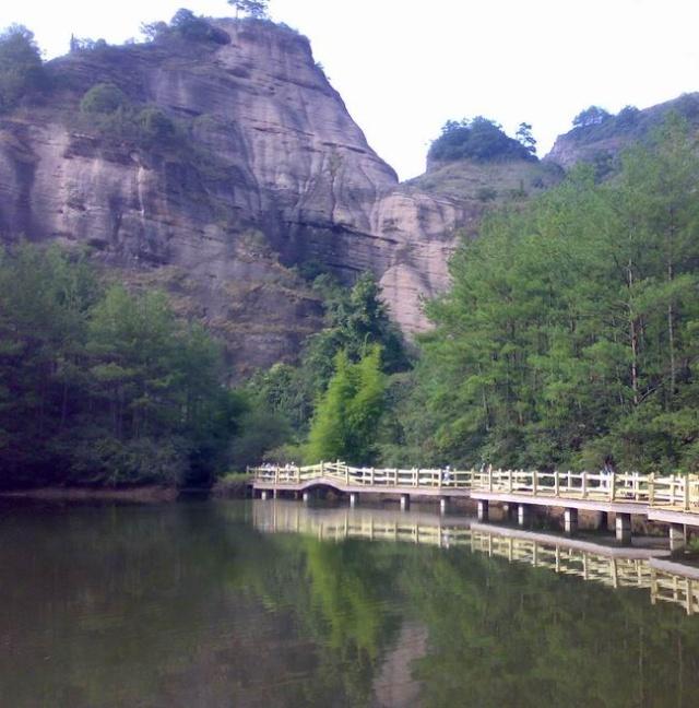 冠豸山是闽西著名的风景名胜,位于连城境内,漂亮可与武夷山