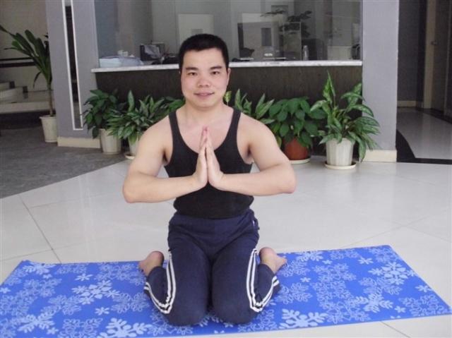 瑜伽 英雄坐图片