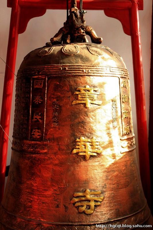 P7 荆州章华寺大雄宝殿里的铜钟
