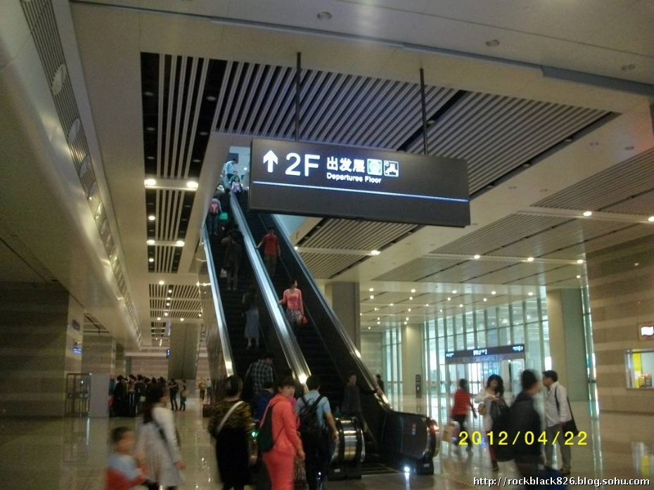 虹桥火车站上二层侯车厅电梯