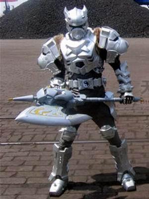 铠甲勇士黑犀铠甲图片_铠甲勇士召唤武器和绝招介绍小游戏多玩游戏