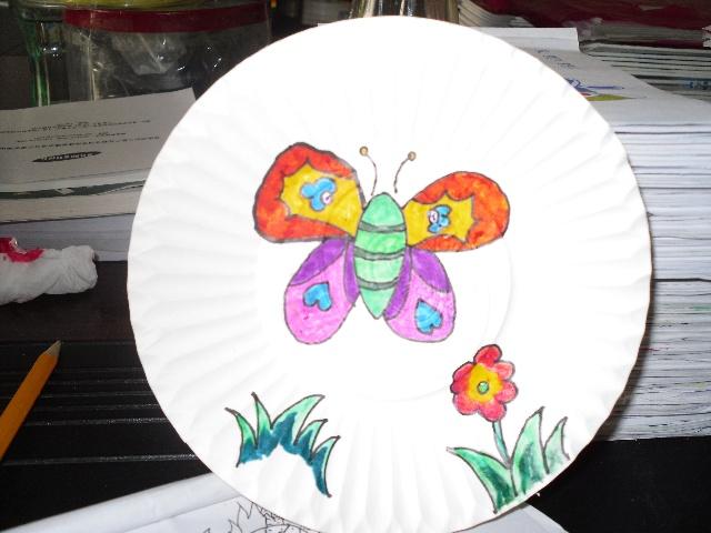 在蛋糕盘上画画的图片-蛋糕盘上的画