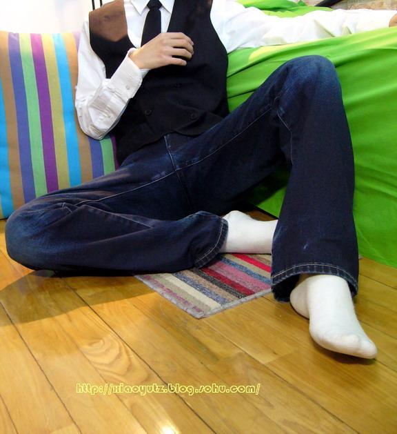 可爱的男孩子白袜脚