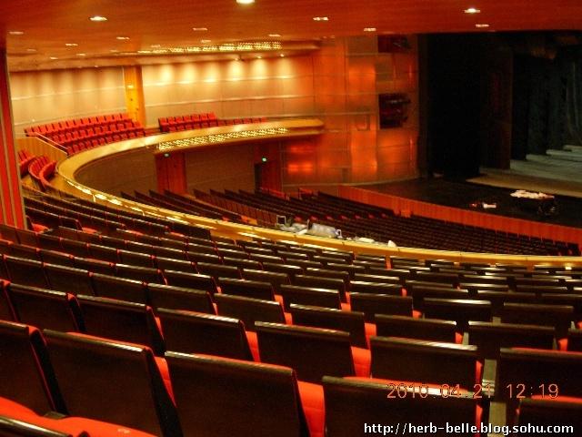 国家大剧院内景,座位是不许坐的