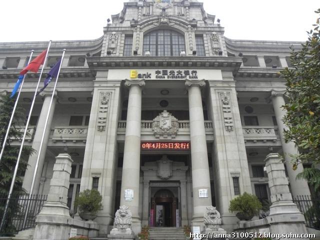 (武汉主要街道上的欧式老建筑:光大银行)