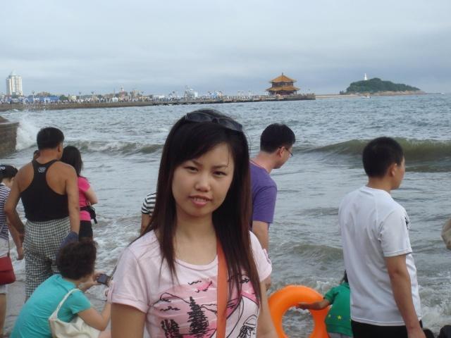 人山人海的海滨浴场