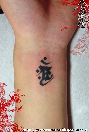 纹身纹哪里好看 在手上纹身,纹什麽比较好图片