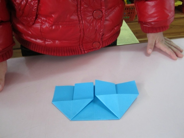 美术手工房子图片 幼儿园手工作品图片 三只小猪盖房子图片