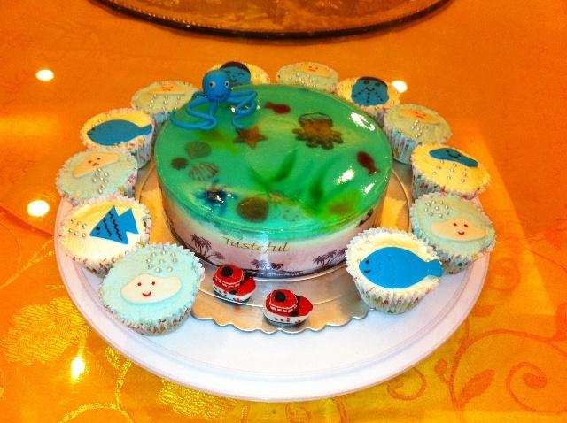 我给他做了个海底世界和天气宝宝的蛋糕!孩子们都很喜欢!