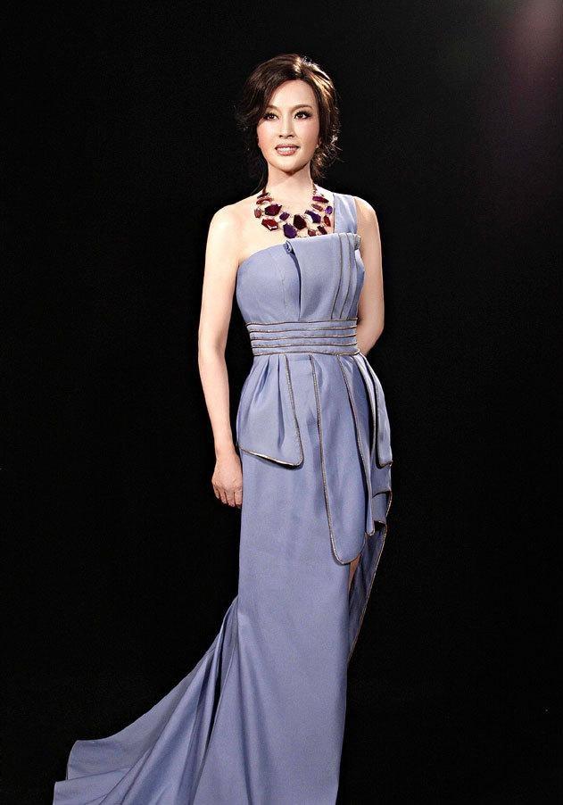 57岁刘晓庆嫩照似娇艳少女 组图图片