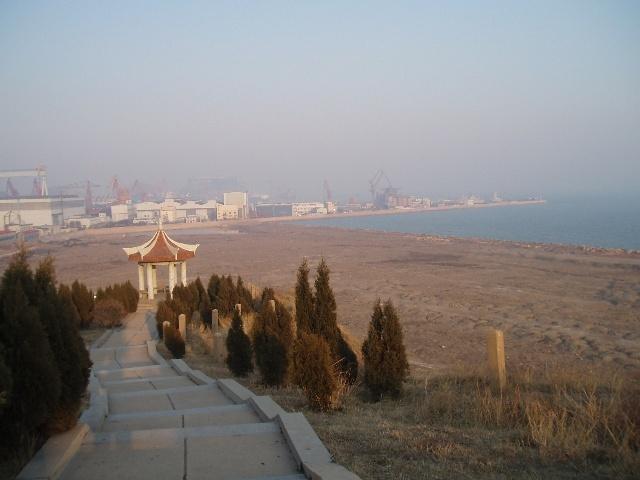 葫芦岛筑港纪念碑 -葫芦岛风景之一