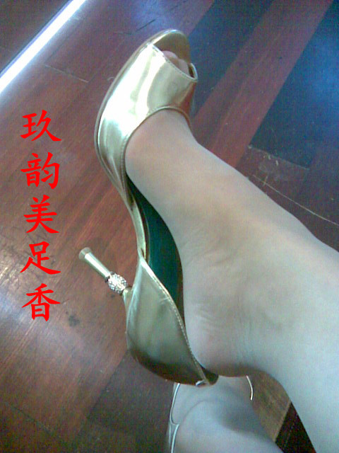 踩踏女王美足香原味; 深圳美足玖韵红玫瑰深圳黑色尖头高跟鞋丝袜美足